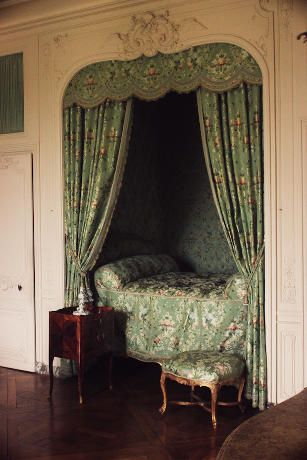 Versailles intime miss pandora louise ebel for Chambre in french