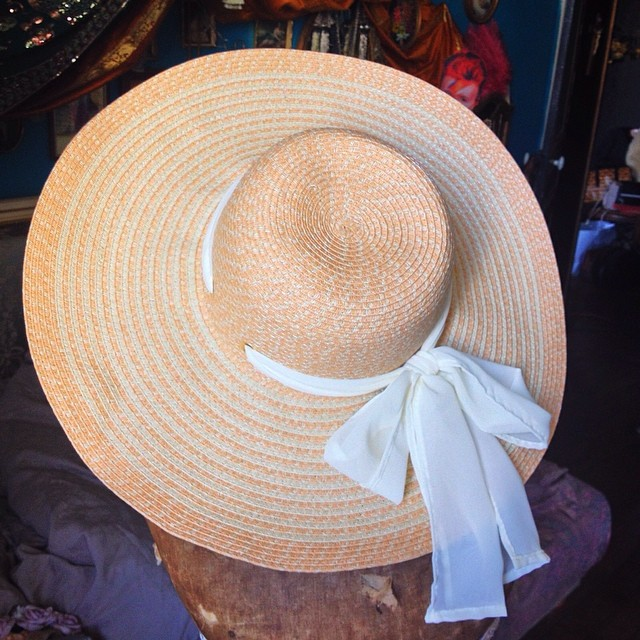 Perfect summer hat by @oasisfashion ??