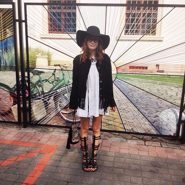 Lovely afternoon in the Park ! Dress and jacket Denim&Supply, Steve Madden sandals, H&M hat and bag.