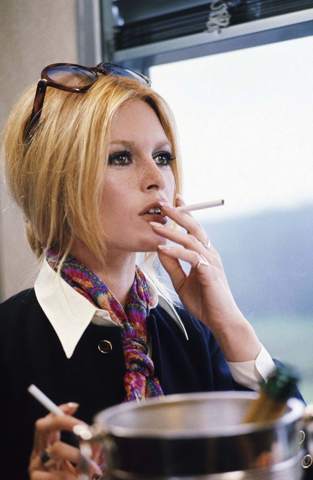 Brigitte-Bardot-All-about-details-screen-caption-in-les-femmes-jean-aurel