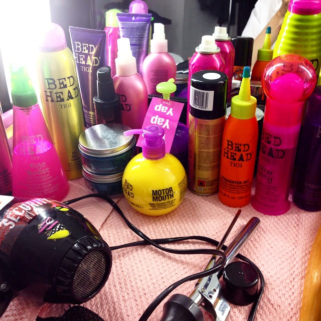 A pop of neon colors on set today with @rob2fee (aka Brigitte Hairstylist) 's products ????❤️??