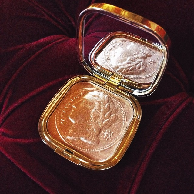 SO in love with this @dolcegabbana bronzer, it's so beautiful that I might be afraid to use it ????