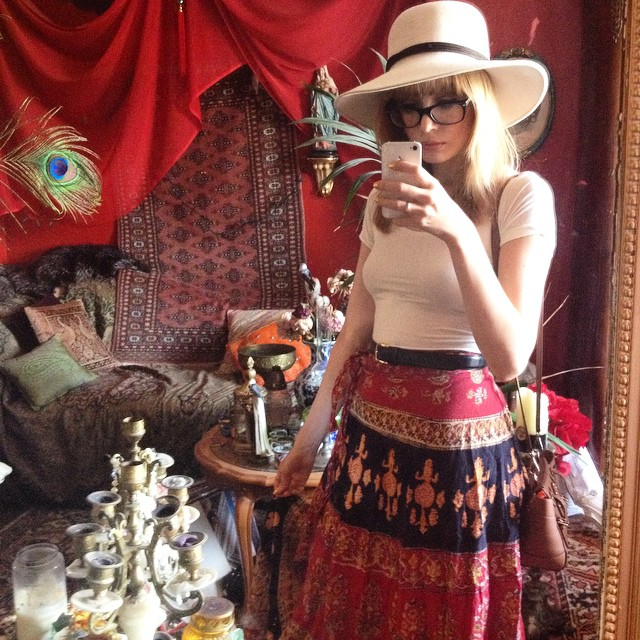 Look of the day (well, yesterday actually ?) : vintage skirt, @uniqlo_fr shirt, borsalino hat